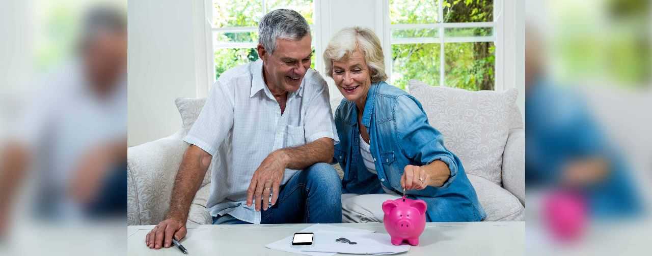 Content seniors saving their monies wisely with the help of digital technologies